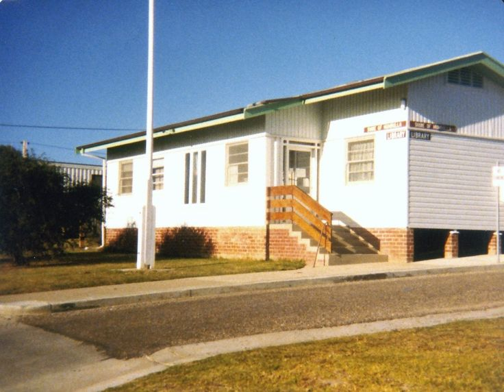 Bermagui Library, part of the Bega Valley Shire Library service, in 2007 just prior to moving to its current location.