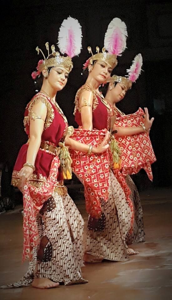 Bedhaya from Kraton Yogyakarta @ World Dance Day 2015, Surakarta.