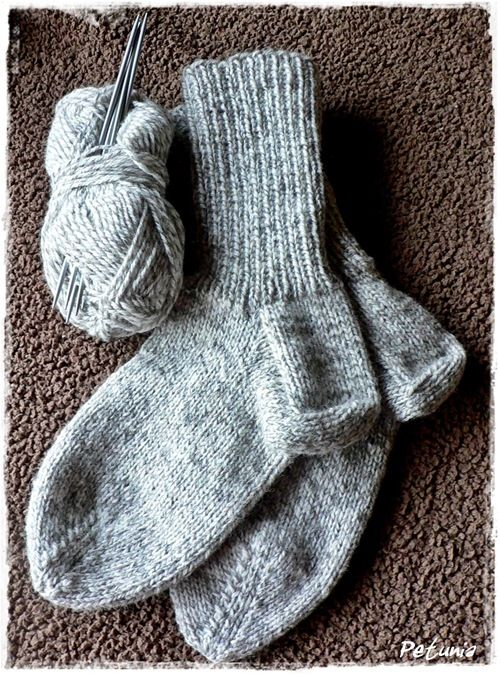 Step-by-step description on how to knit socks. (in Norwegian)