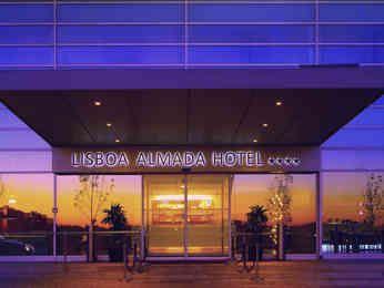 Mercure Lisboa Almada, www.hotel-almada.upps.eu, Das Mercure Lisboa Hotel Almada genießt eine privilegierte Lage auf halbem Weg zwischen dem historischen Zentrum von Lissabon und den schönen Stränden von Costa da Caparica, beides etwa 10 km entfernt. In der Nähe des Christus ist das Hotel nur wenige Gehminuten von der U-Bahnstation Ramalha entfernt. Ob geschäftlich oder privat, das Hotel lädt Sie ein, in einem seiner 106 Zimmer (Standard, Superior oder Privilege) zu ruhen, mit kostenlosem…