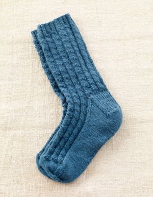 Father's Day Socks which I will make for myself ~~ 'cause none of my men want handmade socks. Humph. Free pattern @ http://www.lionbrand.com/patterns/L0702.html?noImages=;utm_source=Blog051512;utm_medium=KnitSocks;utm_campaign=LB=1