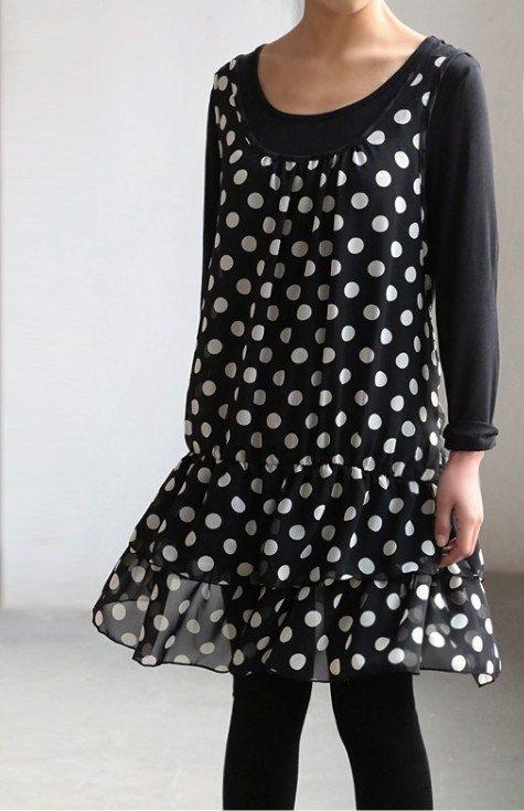 Dos conjuntos muy chic de falsos  La capa externa es falda chaleco largo elegante, ligero  La capa interna es una camisa de algodón manga larga azul