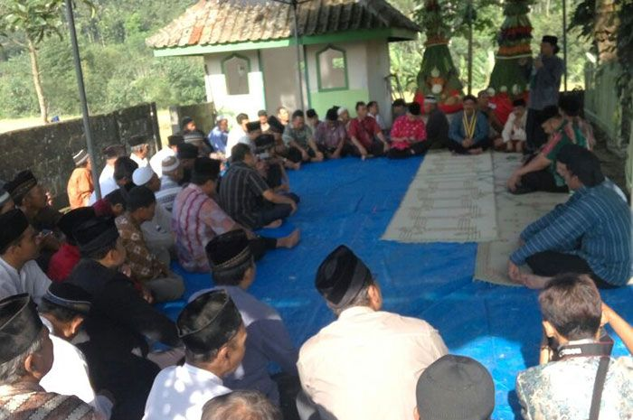 Bhabinkamtibmas Kelurahan Cacaban Hadiri Undangan Nyadran Kyai Tuk Songo – Polres Magelang Kota