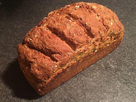 Kerniges Vollkorn-Quark-Brot, ein raffiniertes Rezept aus der Kategorie Backen. Bewertungen: 15. Durchschnitt: Ø 4,5.
