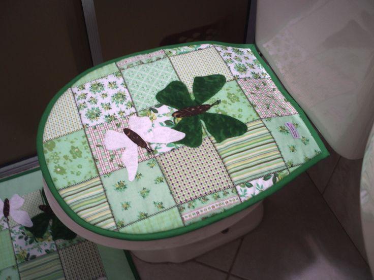 >> Jogo de banheiro mate-lado em tecido patch work 100% algodão, manta acrílica entre o tecido e o forro de todas as peças. Aplicações em patch work. Acabamento em viés liso, as borboletas são em tecido de algodão, com várias opções de cor. =========================================&#x3...