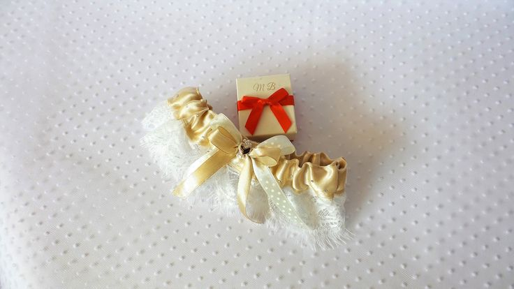 Cappuccino Garter; white lace; luxury lace; Swarovski Crystals