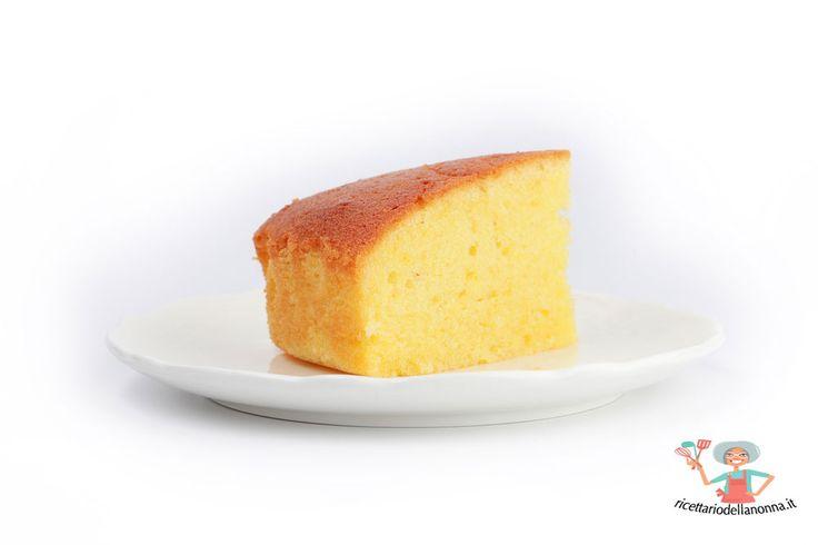 Torta allo yogurt: una torta soffice, semplice e leggera. Da prepara con lo yogurt greco o con la ricetta dei vasetti.