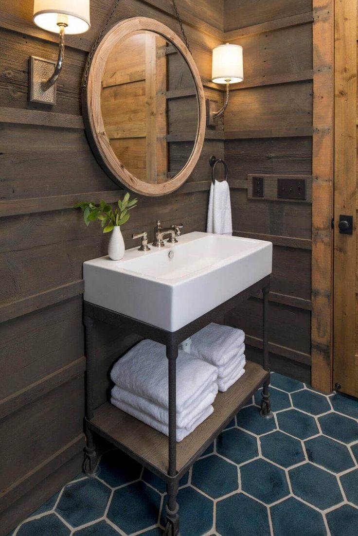 Les toilettes et seconde salle d'eau plus petite et compacte mais tout aussi jolie