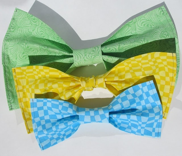 Big bow tie for picture props- DIY