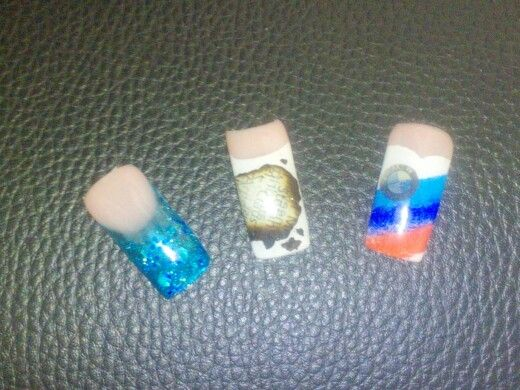 Nails#Nägel#uv nägel#nailart#zeitung#bmwnägel#glassgel#bunt#blauweißrot#blau#weiß#rot#glitzer#