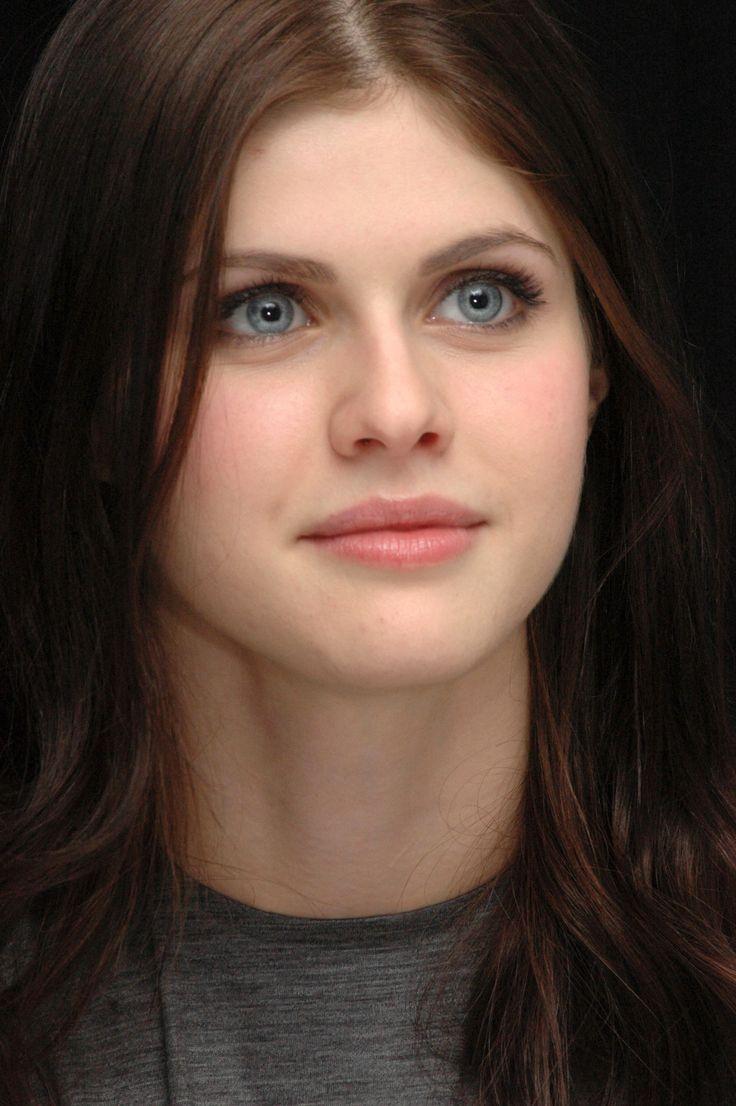 Name:  Alexandra Daddario and her magical eyes (19).jpg Views: 3897 Size:  621.1 KB