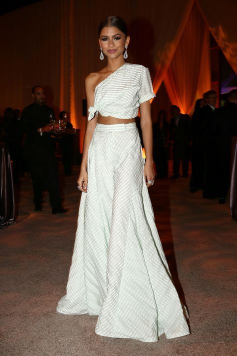 Zendaya stepped out last night for Rihanna's annual Diamond Ball event, looking gorgeous as always. She wore a set from Rosie Assoulin's Spring/Summer 2016 collection that featured a dramatic wide leg pants, and a tied one-shoulder crop top.