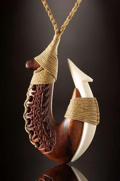 Angelhaken Samoa Schmuck aus Ifilele Holz und Knochen