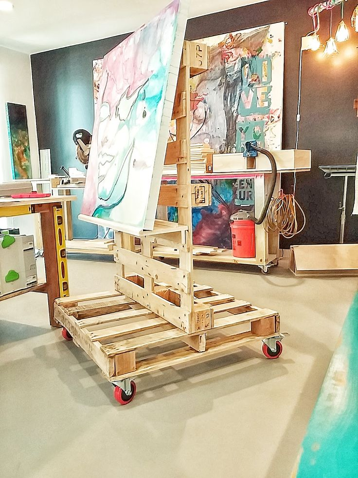 Free DIY Project Plan: Learn How to Make a Functional Art Easel with 2 Pallets and a Pocket-Hole Jig