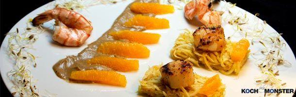 Kochmonster: Gegrillte Jakobsmuscheln mit Orangenfenchelsalat und Auberginenremoulade - http://weinblog.belvini.de/kochmonster-gegrillte-jakobsmuscheln