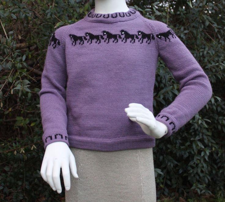 Pige sweaters Str 8 år Fremstillet i bomuld/acryl En hver heste piges drøm Pris ex forsendelse: 300 kr