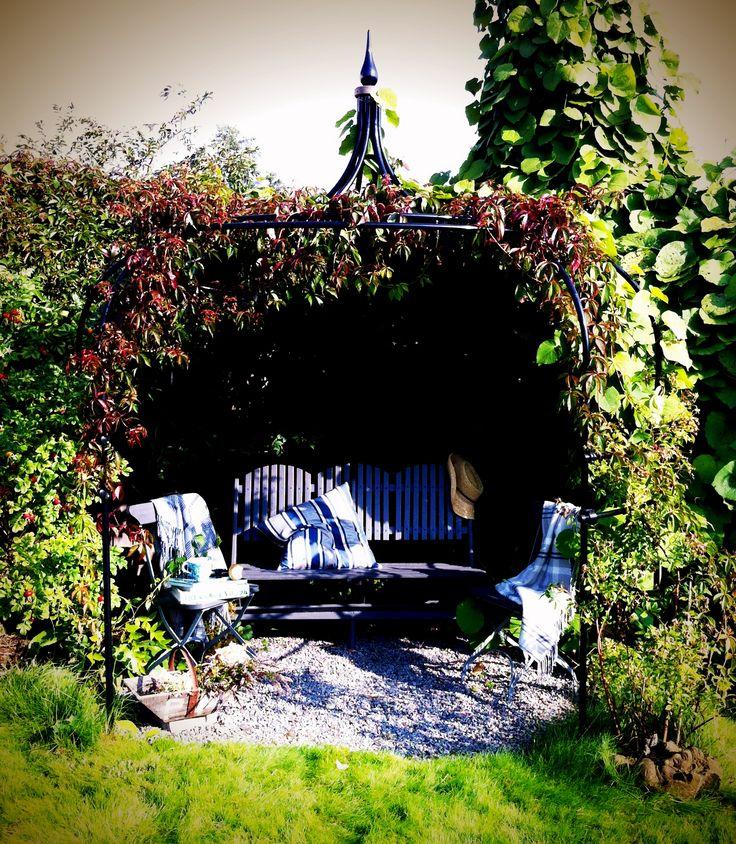 In the garden... http://www.esny.se/sv/object/view/strandvagen-17---djurgardsgatan-7-mariefred--425855