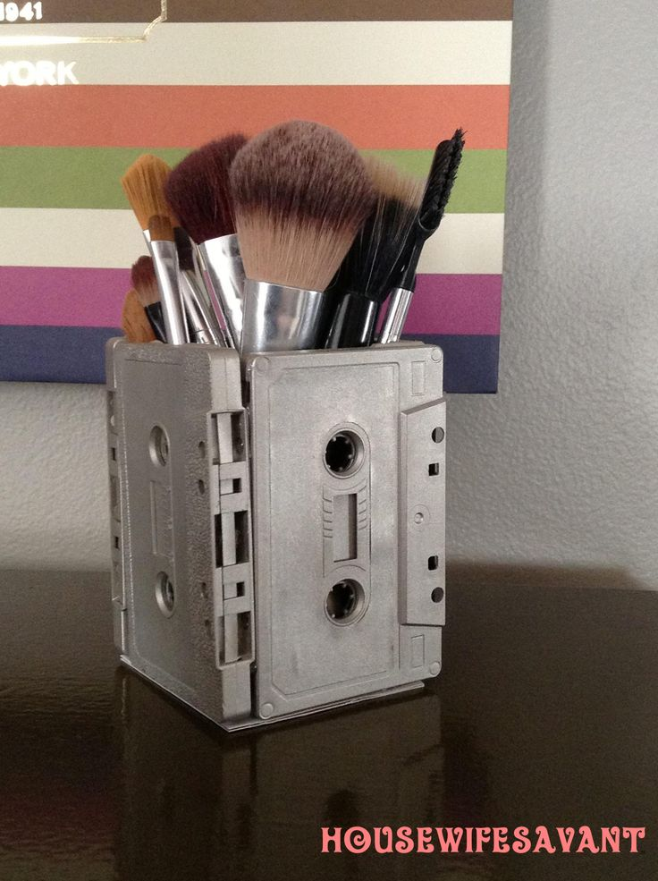 Cassette tapes repurposed, spray paint, hot glue, cardboard bottom, upcycled cassettes, diy organization, pen cup, pencil box, makeup storage