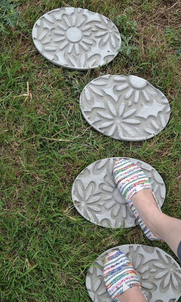 I wanted a little path in my new backyard and so I decided to make my own stepping stones. I didn't want something boring so I figured out how to emboss them. I…