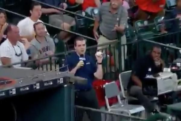 SNY's Steve Gelbs made a heck of a catch during his broadcast this weekend for the New York Mets, Houston Astros game.