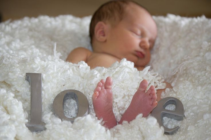 """Newborn Photo Idea--but here's a better one! Have the letters/feet spell out """"evan""""!"""