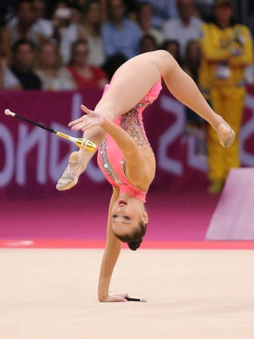 Alina MAKSYMENKO (UKR) Clubs I don't even know what I'm looking at.