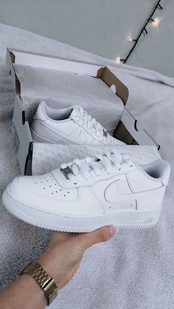 A Classic Combination On The Nike Air Force 1 Low | Zapatos