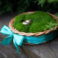 Использование природных  материалов в декоре (мох, лоза), подходит для эко-стиля и свадьбы в рустикальном стиле.