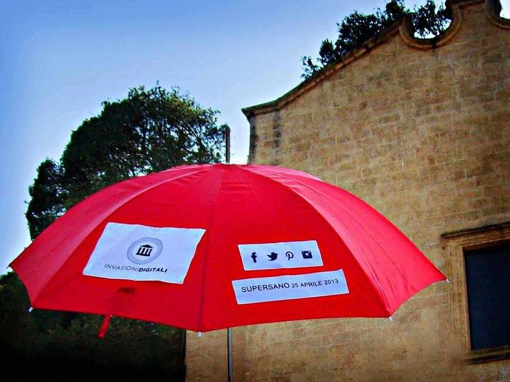 Anche un'ombrello per diffondere ed invadere SUPERSANO (Le) #invasionecompiuta #invasionidigitali