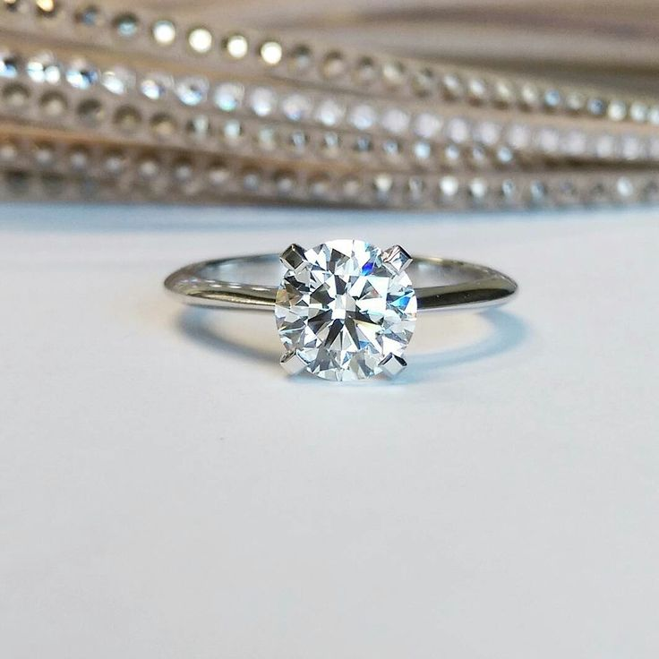 We love the simplicity of The Abby Setting. Click to discover more!