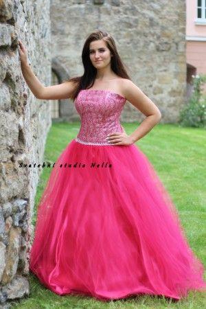 Růžové  plesové šaty