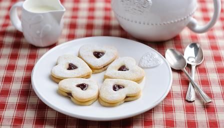 Jam-filled butter biscuits (sables) -- requires 2 egg yolks, no egg white / might be good idea to use up leftover egg yolks when making sugar cookies