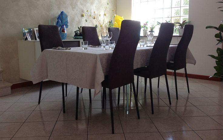 #Comfort moderno in #sala da pranzo. Ilaria e Mattia dalla provincia di Gorizia hanno scelto le #sedie SWING per #arredare in maniera #moderna e confortevole la zona #pranzo.   SWING 1H è una sedia dallo schienale alto e sinuoso e dalla struttura solida, certificata dai test di tenuta da 2 importanti istituti italiano ed inglese, prodotto #MadeinItaly. www.chairsoutlet.com