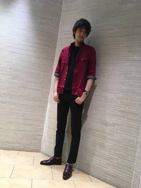 7分袖スタンドカラーリネンシャツ 夏に赤は暑苦しい⁉️いえいえ夏だからこそ真っ赤を使うのです(^-^) 麻の風合いでリゾート感も出てスタンドカラーなので羽織りとしても活躍します!  是非是非お試し下さい‼️