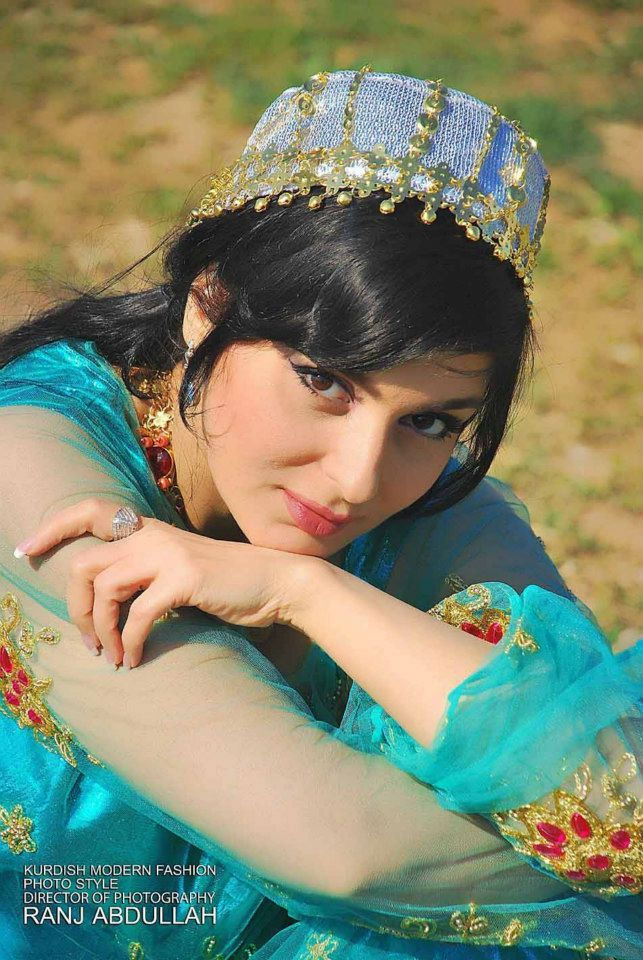 Kurdish singer hani in a beautiful dress and headgear