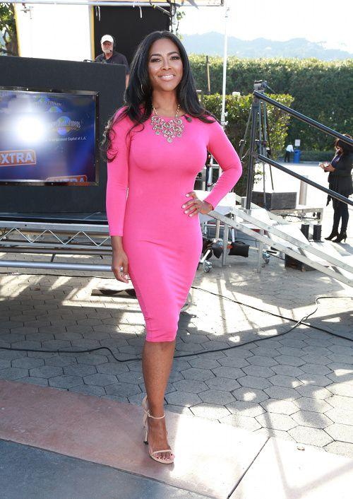 Splurge: Kenya Moore's Extra 5th & Mercer Hot Pink Fuchsia Long Sleeve Bodycon Dress
