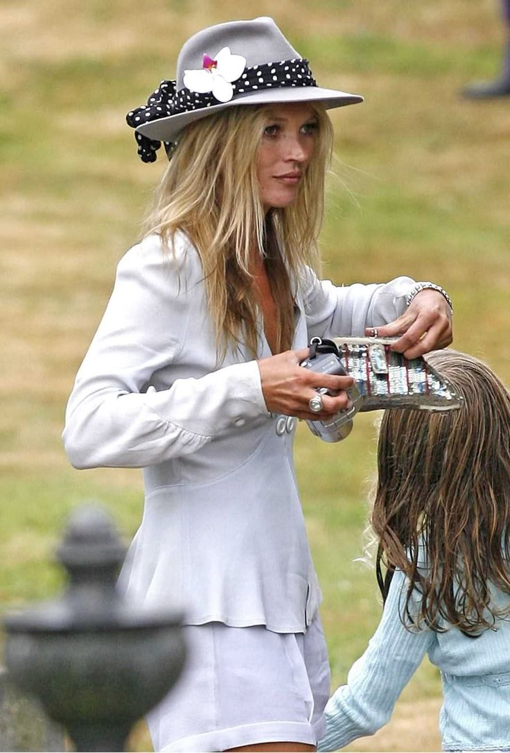 Kate Moss wedding guest style