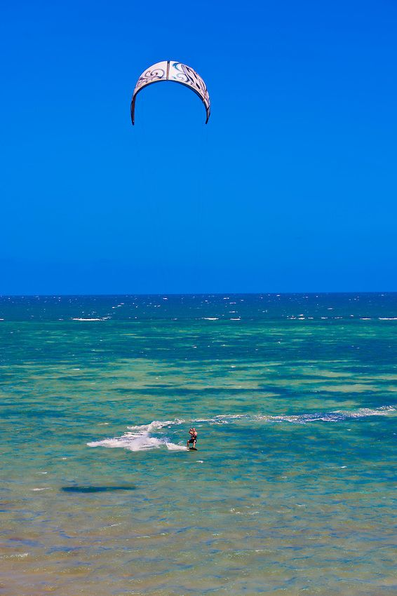 Kite surfing at Plage du Meridien (Anse Vata), Noumea, Grand Terre_New Caledonia