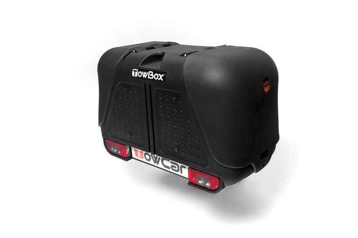 Towbox V2 es la solución ideal para aumentar el volumen de carga de su vehículo. El color negro aporta elegancia a su vehículo. El color negro mantiene la elegancia de su vehículo. Tiene numerosas ventajas respecto a los portaequipajes tradicionales.