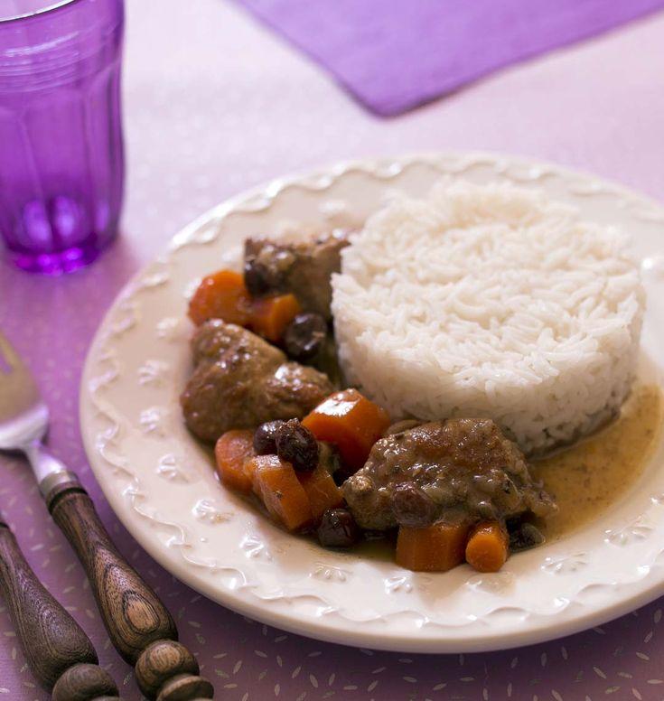Il y a 1001 façons d'accommoder un sauté de porc. Avec des carottes et des raisins secs vous obtenez un plat original, délicieux et inratable ! A tester d'urgence.