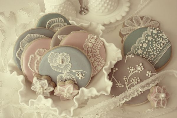 Vintage Lace Cookies | Bee In Our Bonnet I've posted cookies with this style of…