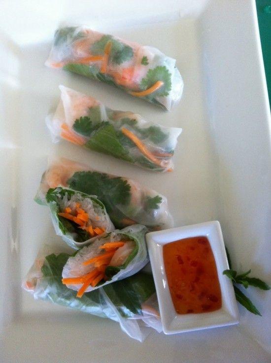 Finger foods!  I love fresh rolls: Fun Recipes, Springrol Recipes, Vietnam Shrimp, Vietnam Spring Rolls, Shrimp Springrol, Summer Rolls, Vietnamese Spring Rolls, Fresh Vietnam, Healthy Fingers Food