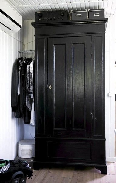I love this black wardrobe. Amazing! I do really like black painted furniture. It has such a depth to the color that painted, colored furniture doesn't.