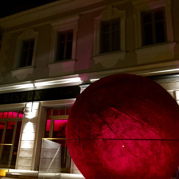 Anfertigung Aufblasbarer Kunst  Und Werbeobjekte Nach Kundenwunsch    Aufblasbare Riesenkugel Gefertigt Für Fuchs M³