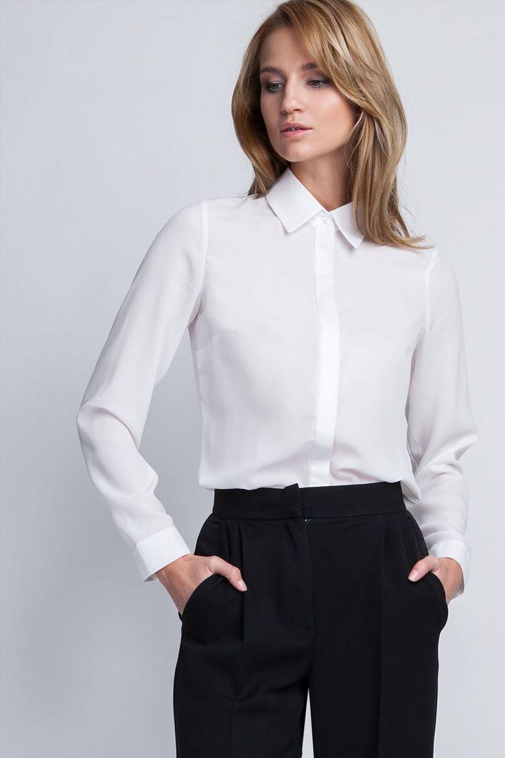 Une inconditionnelle de la mode business et chic s'offrira sans hésiter cette chemise caractérisée par un boutonnage sous patte et une coupe ajustée.