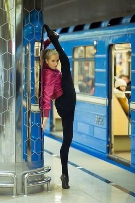 12 Craziest Flexible People Stretching in Public - Oddee.com