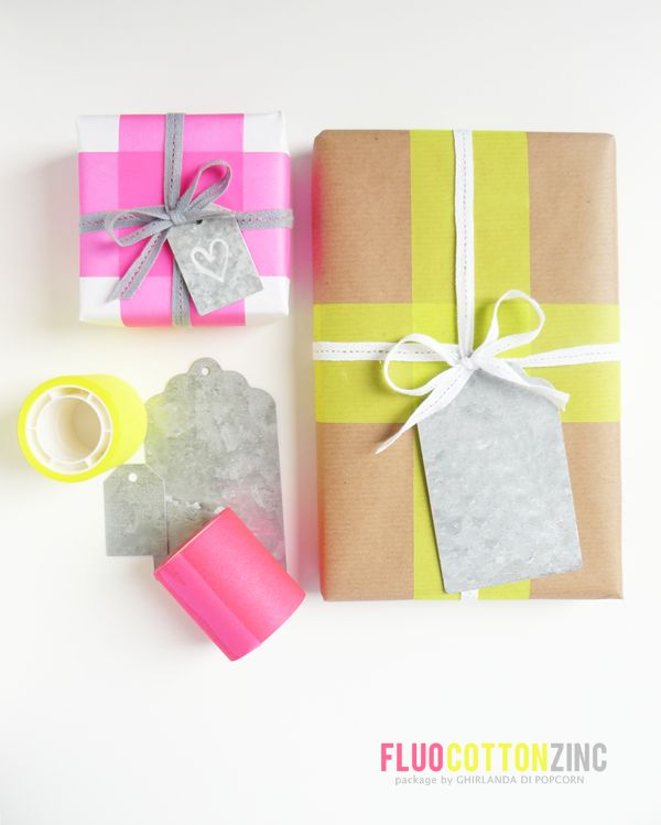 Ghirlanda di Popcorn: a special package: fluo tape, cotton ribbon and a zinc tag
