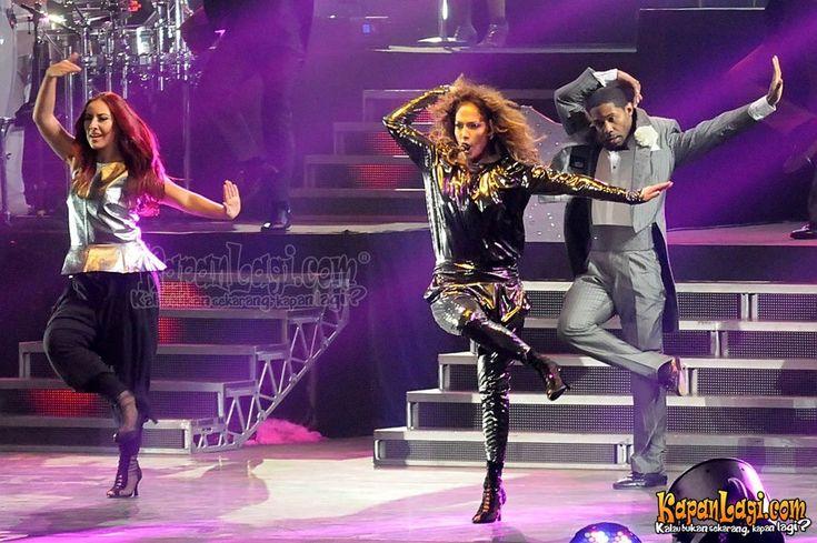 J-Lo dengan pakaian tertutup di konser Jakarta @foto: KapanLagi.com®/Bambang E Ros