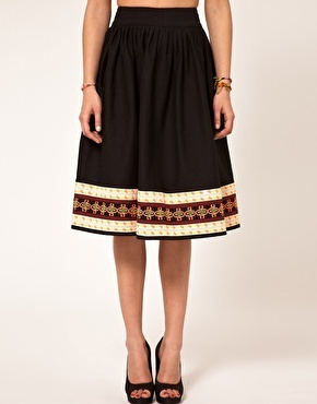 Trimmed skirt: Full Skirts, Asos Full, Clothes, Aint Sewing, Clothing, Easy To Sew, Embroidered Hemmings, Hemmings Full, Embroidered Skirts