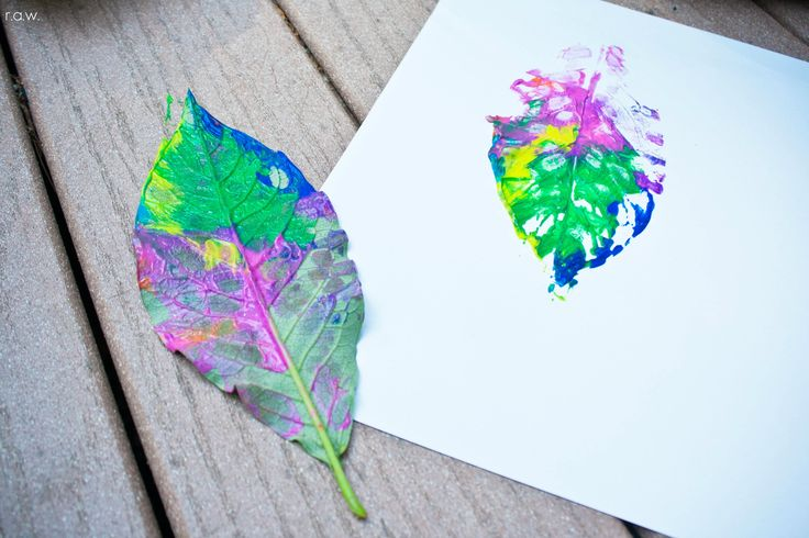 Leaf prints, great summer activity @jaycee0220 .. Need to do this with the girlies this weekend at the campground !